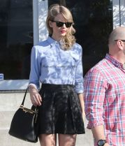taylor-swift-street-style-culver-city-january-2014_4